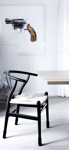 Via Noe Pa Hjertet | Hans Wegner Wishbone Chair | Black and White