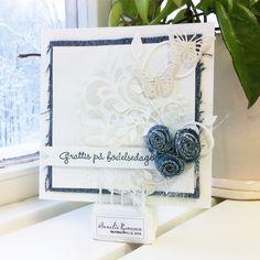 Av Anneli Runesson. Gjord med moulding paste och steril och sen embossat på. Fjäril embossad och blommor av jeanstyg.