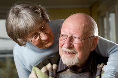 Dit zijn Belle's opa en oma. Vooral met opa heeft ze een goede band. Zijn humor en relativeringsvermogen helpen haar tijdens hun openhartige gesprekken, waarin ze ook haar kwetsbaarheid toont.