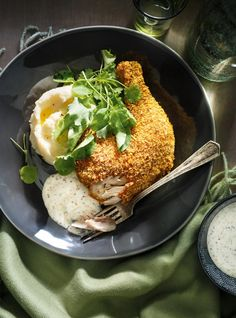 Try our take on the classic shake 'n bake chicken, a recipe that yields a crispy chicken minus the fryer. Perfect for a weeknight! Baked Chicken Legs, Fish And Chicken, Crusted Chicken, Crispy Chicken, Easy Recipe For Chicken Cacciatore, Shake N Bake Chicken, Ricardo Recipe, Chicken Breakfast, Cereal Recipes
