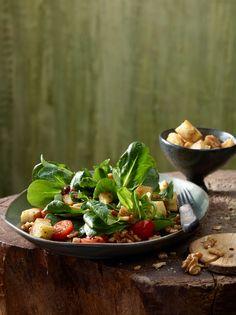 Feldsalat mit Nüssen und Speck