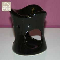 Kominek do aromatoterapii Black I  Kominek ceramiczny z błyszczącym szkliwem o wysokości 11,5 cm.  Designerski produkt pasujący do wielu pomieszczeń, zarówno do salonów piękności, odnowy biologicznej, gabinetów kosmetycznych jak i salonów w domach i mieszkaniach.