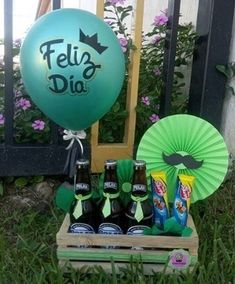 Mather Day, Alcohol Gifts, Crafts With Balloons, Creative Gifts, Gift For Parents, Candy Arrangements