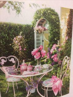 Shabby Chic Homes Shabby Chic Garden, Shabby Chic Pink, Shabby Chic Homes, Garden Nook, Garden Spaces, Small Gardens, Outdoor Gardens, Beautiful Gardens, Beautiful Flowers