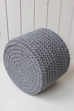 Virkattu rahi (ontelokude harmaa) Crochet Home, Crochet Yarn, Crochet Stitches, Crochet Patterns, Basket Bag, Crochet Fashion, Scandinavian Style, Diy And Crafts, Knitting