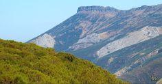 Airoso el Peña Labra se yergue en el parque natural fuentes carrionas y fuente cobre en la montaña palentina.