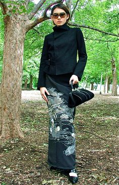 クリックで元の大きさに戻ります Thai Fashion, Tokyo Fashion, Kimono Fashion, Womens Fashion, Kimono Fabric, Kimono Dress, Kimono Style, Kimono Design, Japanese Outfits