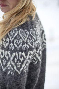 Sweetheart Icelandic lopapeysa pattern knitted wool by Linnah Crochet Mittens Pattern, Fair Isle Knitting Patterns, Knitting Designs, Knit Patterns, Knit Crochet, Knitting Tutorials, Crochet Granny, Stitch Patterns, Icelandic Sweaters