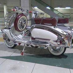 Vespa Motor Scooters, Piaggio Scooter, Scooter Motorcycle, Retro Scooter, Scooter Girl, Motos Retro, Scooter Custom, Classic Bikes, Classic Vespa