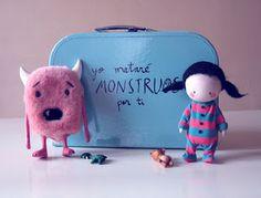 soñadores de cuentos: Yo mataré monstruos por ti Softies, Plushies, Love Of Lesbian, Happy Images, Conte, Cute Dolls, My Girl, Coin Purse, Crochet Patterns