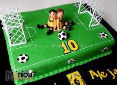Torta de futbol para dos, con detalles únicos en ella,visita la pagina de Monica pastas y Dulces