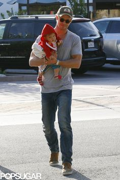 Chris Hemsworth had a smiley outing with his daughter, India, for lunch in LA.
