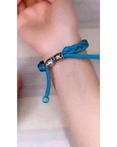 Diy Crafts Hacks, Diy Crafts Jewelry, Diy Crafts For Gifts, Bracelet Crafts, Diy Friendship Bracelets Patterns, Diy Bracelets Easy, Handmade Bracelets, Diy Leather Bracelet, Diy Braids
