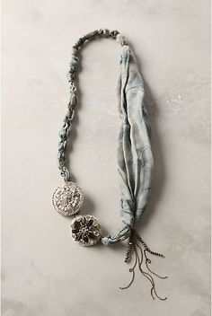 tutorial to make one of these awesome necklaces using a scarf