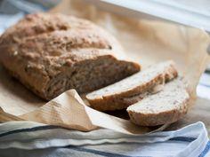 Bei diesem leckeren und luftigen Brot wissen Sie, welche Zutaten enthalten sind. Durch das Vollkornmehl ist das Brot zudem besonders gesund und macht garantiert satt.