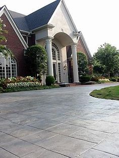 Stamped concrete patterns driveway ideas - A great home design tip is to use various patterns or textures into whatever room you might be designing. These textures assist to draw the attention and detail of your living space. Circle Driveway, Driveway Paving, Driveway Design, Driveway Landscaping, Driveway Ideas, Backyard Pavers, Driveway Entrance, Walkway Ideas, Patio Design