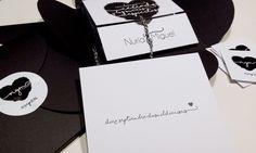 """La invitación de boda de Nuria y Miguel, """"Polos opuestos"""". Visita nuestra web para ver su historia de amor y el resto de las fotos. http://wedding.bubblebu.com/portfolio-item/polos-opuestos/"""