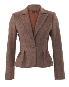 This style is one that shapes the curves for every body. The cropped blazer features a band at the waistline and a peplum and box pleats in back. Combine it with the pencil skirt on page 25 for an autumn two-p Peplum Blazer, Blazer And Shorts, Peplum Jacket, Blazer Outfits, Tweed Jacket, Blazer Jacket, Blazers For Women, Coats For Women, Classy Outfits
