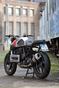 Visit a number of my most desired builds - custom scrambler builds like this Bmw Cafe Racer, Moto Cafe, Cafe Bike, Cafe Racer Motorcycle, Motorcycle News, Bike Bmw, Cool Motorcycles, Bobber Custom, Custom Bikes