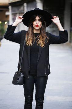 """A veces nos limitamos a usar sombreros por el hecho de que creemos que nos pueden hacer ver muy """"aseñoradas"""" si es que no los combinamos de manera correcta, pero lo que no tomamos en cuenta es que además del outfit con el que lo combinemos, es muy importante también el peinado que elegiremos para […]"""