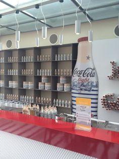 Vergeet niet een kijkje te nemen in het Jean Paul Gaultier Café by Coca-Cola light in de Bijenkorf in Amsterdam