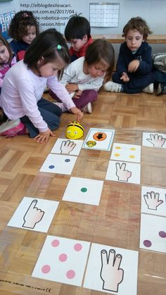 Seguimos profundizando en el manejo de Beebot.   En este caso, continuamos jugando con el dado y las cifras del 1-6 pero con una diferencia:... Montessori Preschool, Preschool Activities, Maths Area, Computational Thinking, Math Coach, Lego, Coding For Kids, Math Numbers, Space Theme