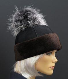 Kožešinová čepice z ovčiny s kožešinovou bambulí z mývalovce Winter Hats, Beanie, Fashion, Moda, Fashion Styles, Beanies, Fashion Illustrations, Beret