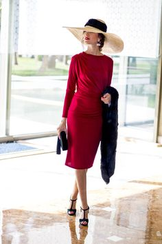 Classy lady in red Classy Outfits, Beautiful Outfits, Fancy Hats, Looks Chic, Elegant Outfit, Lady In Red, Short Dresses, Fashion Dresses, Vintage Fashion