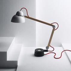w084t - a dimmable table lamp