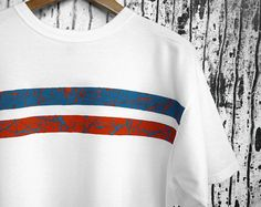 Hand-painted white t-shirt, orange and electric blue abstract painting. 100% quality organic cotton. € 19,90