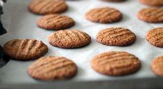 Chewy Gingersnap Cookies - gluten free, flourless & vegan - b a k e a h o l i cb a k e a h o l i c