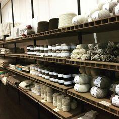 Preciosa tienda de Dlana en pleno centro de El Escorial tan cerquita de mi casa, volveré pronto #slowfashion #wool #natural #ecofriendly