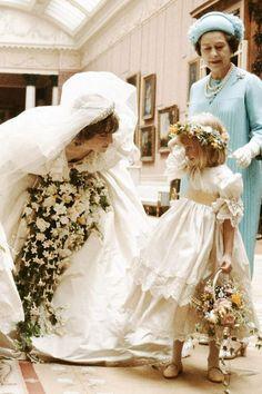 Charles And Diana Wedding, Princess Diana And Charles, Princess Diana Family, Real Princess, Royal Brides, Royal Weddings, Wedding Humor, Wedding Day, Princess Diana Wedding Dress