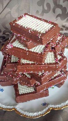 Domáci TATRANKY jako z obchoďáku. Celkem z tohoto množstvi krému je 36 ks… Desserts With Biscuits, Sweet Desserts, Sweet Recipes, Cake Recipes, Oreo Cupcakes, Czech Recipes, Creative Food, Homemade Gifts, No Bake Cake