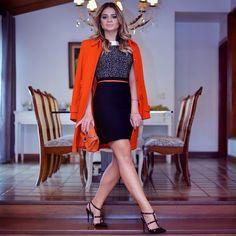 Night Night ✨✨✨ com esse look deuso do inverno da @cdmais!   O casaco laranja é deslumbrante gente, quero que esfrie mais para usar muito! #ootn #ThassiaStyle #cdmais #lookofthenight #inlove
