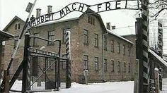 Hitler tappoi juutalaisia keskitysleireillä kaasukammioilla.
