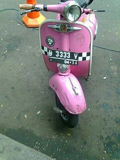 Cowboy From Hell Pink Vespa, Vespa S, Vespa Lambretta, Cowboys From Hell, Vintage Vespa, Scooter Girl, Mopeds, Scooters, Motorbikes