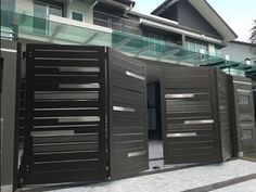 Premium Collections Images of Trackless & Folding Gates - Elite Gates stahl Latest Gate Design, Modern Main Gate Designs, Iron Main Gate Design, Home Gate Design, Gate Wall Design, Grill Gate Design, House Main Gates Design, Main Door Design, House Front Design