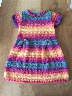 Another rainbow dress. Vraag mij, ik brei #tegendonatie #NAH #breiNwerk #breien #knitting #kids #kidswear #homemade #withlove #knitwear #toddler #nietaangeborenhersenletsel