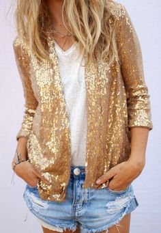 Rien de tel qu'une veste à sequins dorés pour sublimer le duo short en jean/tee-shirt blanc ! (veste Ascot+Hart) - http://bit.ly/1Ecd0Zv Tags : Veste - Tendances de Mode