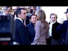 La princesa Letizia rompe el protocolo para hablar con una desahuciada - YouTube