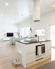 Keittiösaareke yhdistää keittiön ja olohuoneen. #designtalo #keittiö #sisustus Kitchen Island, Home Decor, Island Kitchen, Decoration Home, Room Decor, Home Interior Design, Home Decoration, Interior Design