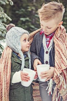 If the cold doesn't bother you anyway, why not take the opportunity to have a nice family photo shoot outdoors this winter? Just make sure to stay warm safe and warm, of course. Winter Family Pictures, Winter Photos, Winter Pictures, Holiday Pictures, Family Pics, Winter Family Photography, Christmas Photography, Children Photography, Photography Ideas