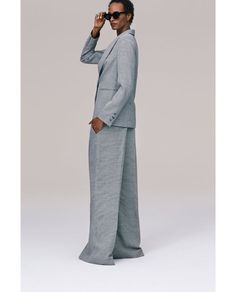 Check out Zara's classic, new clothes and the models that are rocking the latest designs. Fashion Night, Work Fashion, Fashion Looks, Checked Trousers, Wide Leg Trousers, Zara New, Work Looks, Trends, Fall Wardrobe