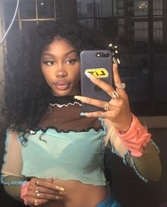 Sza Singer, Pretty People, Beautiful People, Beautiful Women, Curly Hair Styles, Natural Hair Styles, Black Girl Aesthetic, Book Aesthetic, Aesthetic Makeup