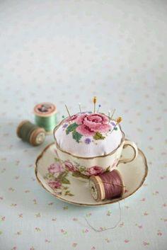 [  ] Pretty tea cup pin cusion
