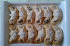 Makové a ořechové rohlíčky z kynutého těsta, posypané moučkovým cukrem jsou jednoznačně klasika. Autor: Simona Sushi, Sausage, French Toast, Bread, Breakfast, Ethnic Recipes, Food, Croissants, Google