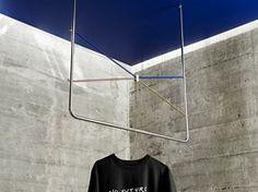 Det danske fashion-brand Soulland har skabt en lille eksklusiv møbelkollektion for Bolia. Tolerance er en rå hanger, hvor kromatiseret stål møder messing og en stærk Yves Klein-blå detalje.