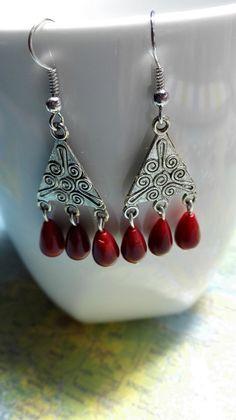 VIKINGS Boucles d'oreilles pendantes argentées et rouges. : Boucles d'oreille par miss-perles