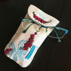 -2016/12/31 올해의 마지막날 자수 안경케이스 또는 다용도 자수파우치~👛 . . . . . By Alley's home #embroidery#knitting#crochet#crossstitch#handmade#homedecor#needlework#antique#vintage#pottery#flower#ribbonembroidery#quilt#프랑스자수#진해프랑스자수#창원프랑스자수#마산프랑스자수#리본자수#꽃자수#창원프랑스자수수업#실크리본자수#자수수업#앨리의프랑스자수#자수소품#손자수#리본자수수업#꽃다발자수#자수안경집#자수파우치#자수타그램